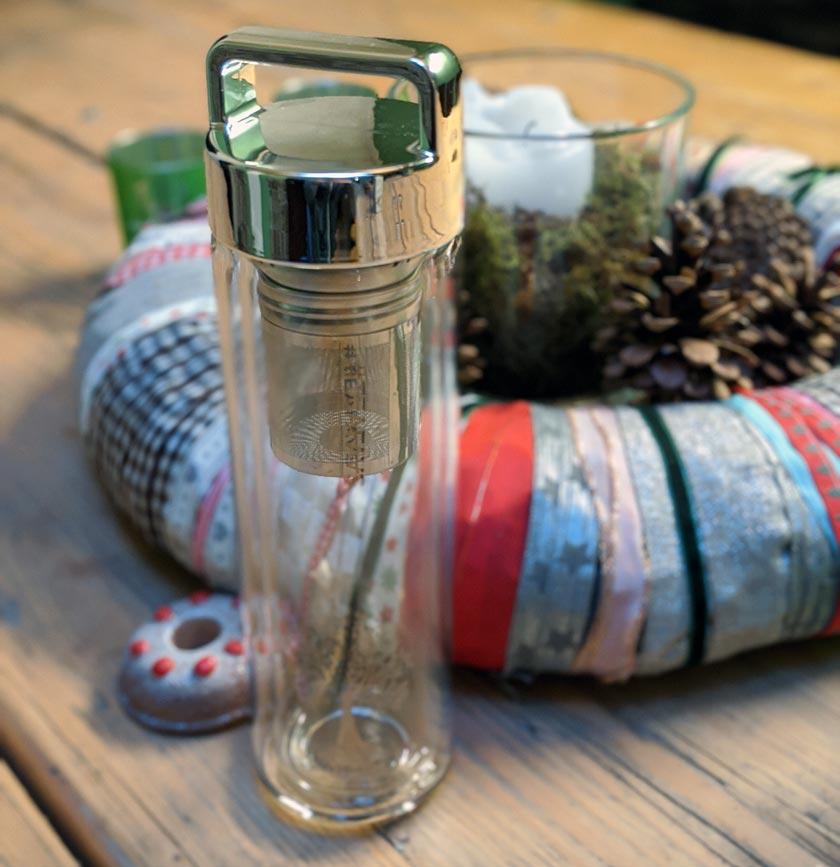 Amapodo Teeflasche aus Glas mit silbernem Deckel